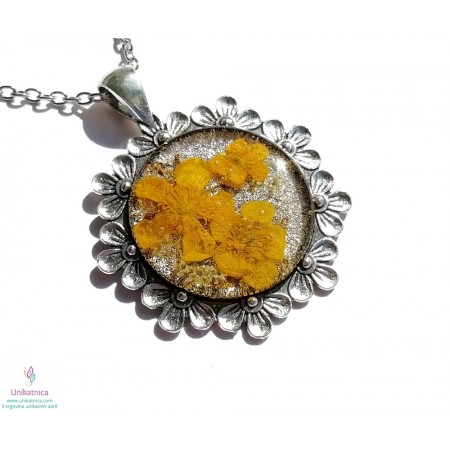 /2106-9564-thickbox/real-flower-resin-buttercup-necklace12.jpg